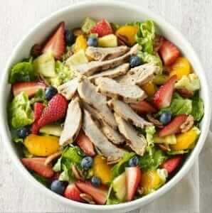 12 Healthy Fast Food Options | Strawberry Poppyseed and Chicken Salad | Fast Food Menu Prices.com
